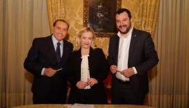 Ο νικητήριος συνασπισμός της Δεξιάς στην Ιταλία: Μπερλουσκόνι (Forza Italia), Μελόνι (Αδελφοί της Ιταλίας), Σαλβίνι (Λέγκα).