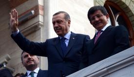 Ταγίπ Ερντογάν και Αχμέτ Νταβούτογλου, το τουρκικό παρα-ισλαμιστικό δίδυμο εξουσίας.