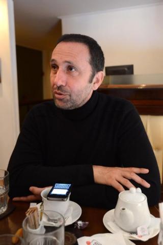 Ο Ρένος Χαραλαμπίδης δηλώνει αναρχοδεξιός.