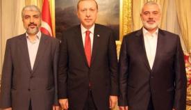 Ο Ερντογάν με τους ηγέτης της Χαμάς Χαλίντ Μασάλ και Ισμαήλ Χανίγιε.