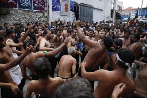 Θρησκευτική γιορτή Σιιτών μουσουλμάνων στον Πειραιά.