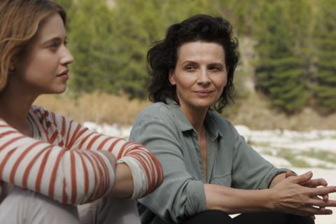 Η Ζιλιέτ Μπινός ως τραγική μητρική φιγούρα στην «Μία μεγάλη αναμονή».