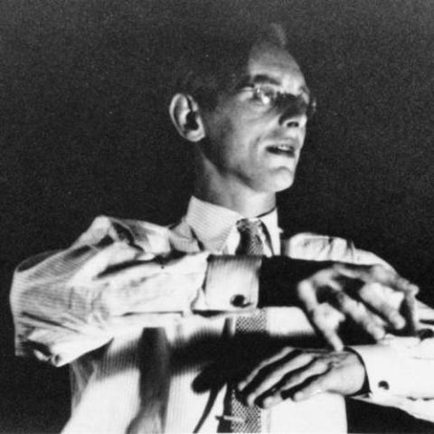 Ο Καρλ Ορφ διευθύνοντας τα «Κάρμινα Μπουράνα».
