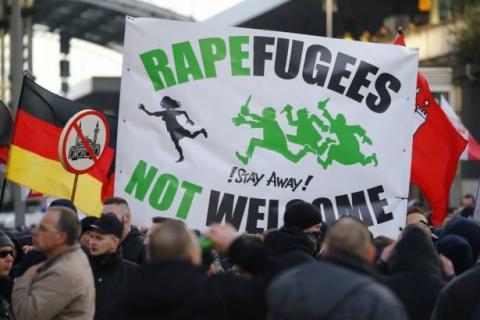 Διαδήλωση στην Κολωνία κατά των σεξουαλικών επιθέσεων από μουσουλμάνους «πρόσφυγες».
