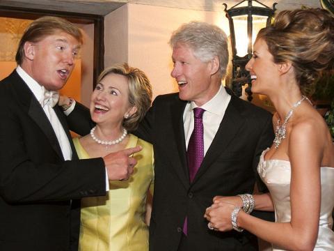 Το ζεύγος Κλίντον στον γάμο του Ντόναλντ Τραμπ με την Μελανία Τραμπ.